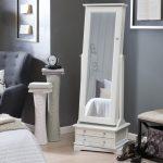 dekoratif aynalı takı dolabı beyaz