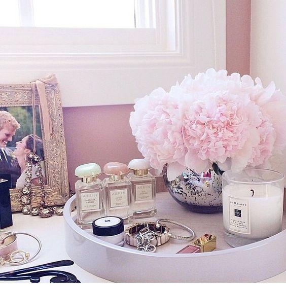 dekoratif tepsiler ile görsellik ve düzen katın