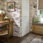 eskitilmiş tuğla duvarlar ile klasik home ofis dekorasyonu
