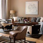 kahverengi koltuk takımı için perde rengi