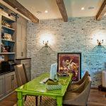tuğla duvarlar ile modern ve renkli ev ofis