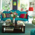 canlı renklere sahip oturma odası