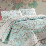 turkuaz rengi cicekli yatak örtüsü