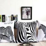 dekoratif siyah beyaz yastıklar