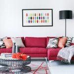 kırmızı oturma takımları ve salon dekorasyonu