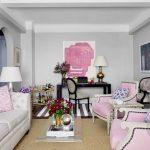 pembe beyaz zarif küçük salon dekorasyonu