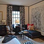 yatak odasında zebra desenli perdeler