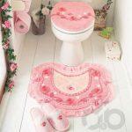 pembe detaylı küçük banyo