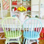 renkli mutfak sandalyeleri