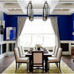 yemek odasında kobalt mavisi duvarlar