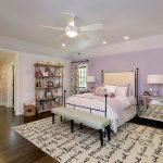 lavanta rengi duvarlar ile zarif yatak odası