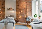 yatak odasında tuğla duvar estetiği