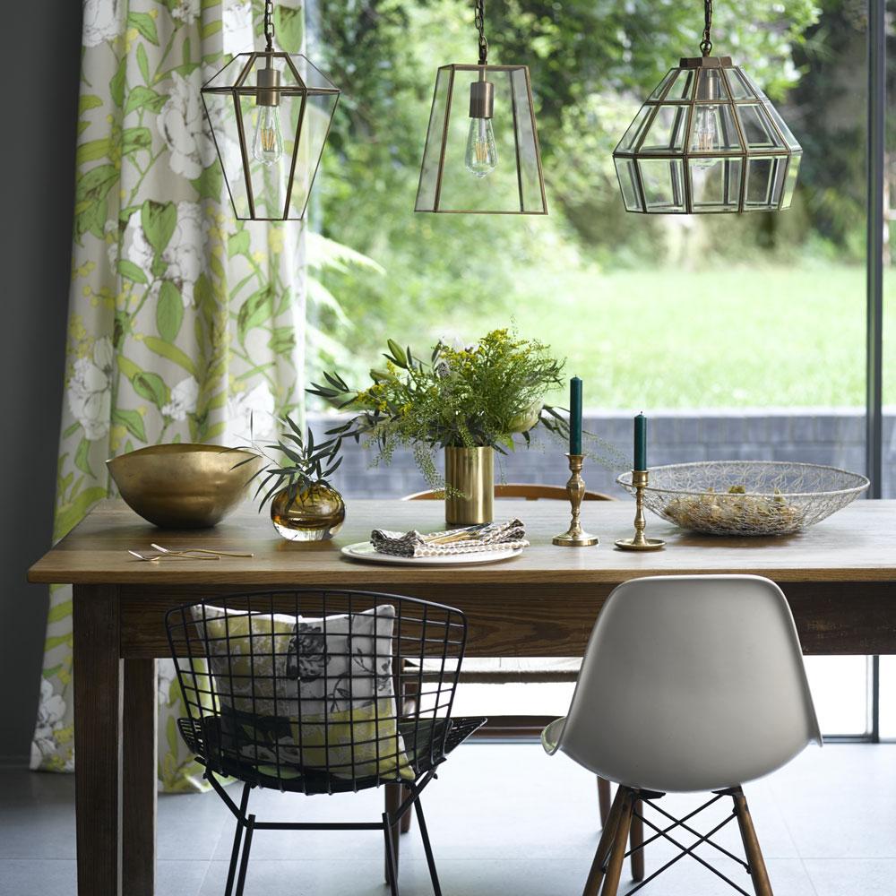 Modern ve güncel bir tasarıma sahip yemek masası
