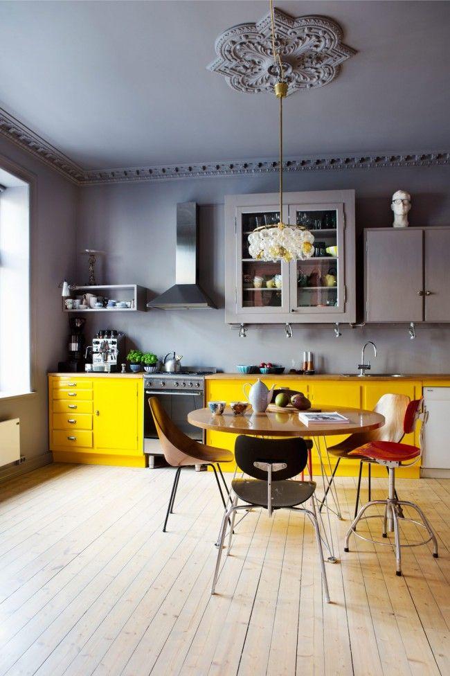 Sarı tonlarında mutfak dolapları