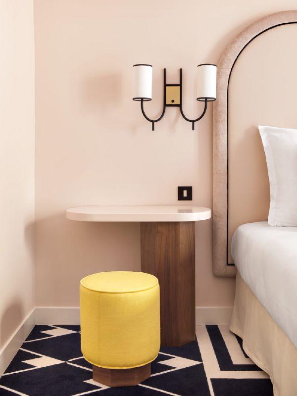 Pudra Rengi Yatak Odası Dekorasyonu